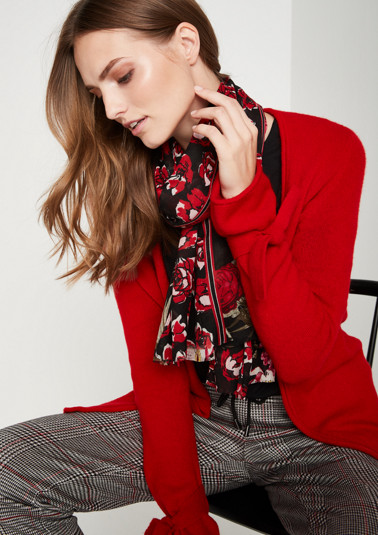 Delicate scarf with a decorative all-over pattern from comma