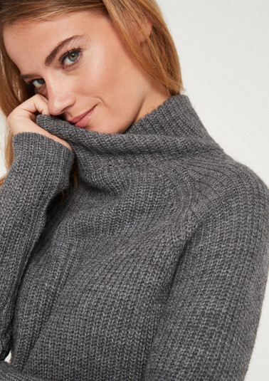 Warm knit jumper with a ribbed pattern from comma
