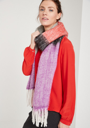Cosy knit scarf with a striped pattern in opulent colours from comma