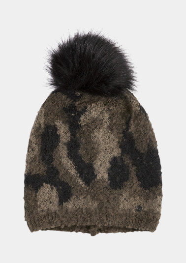 Knitted hat with a camouflage pattern from comma