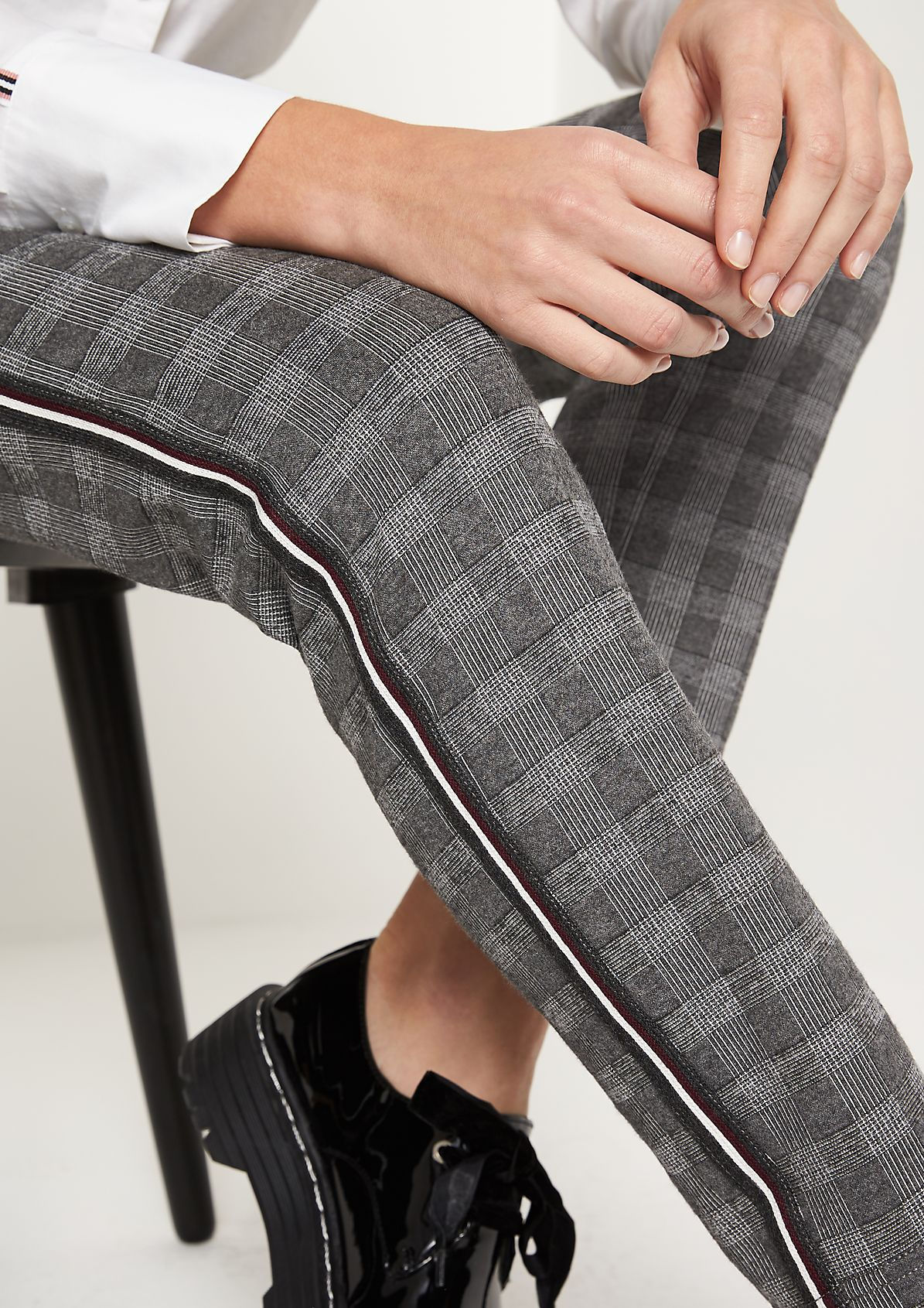 Sporty lounge trousers with a Prince of Wales check pattern from comma