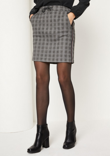 Short business skirt with a Prince of Wales check pattern from comma