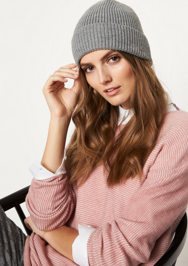 Chunky knit hat with a cuff from comma
