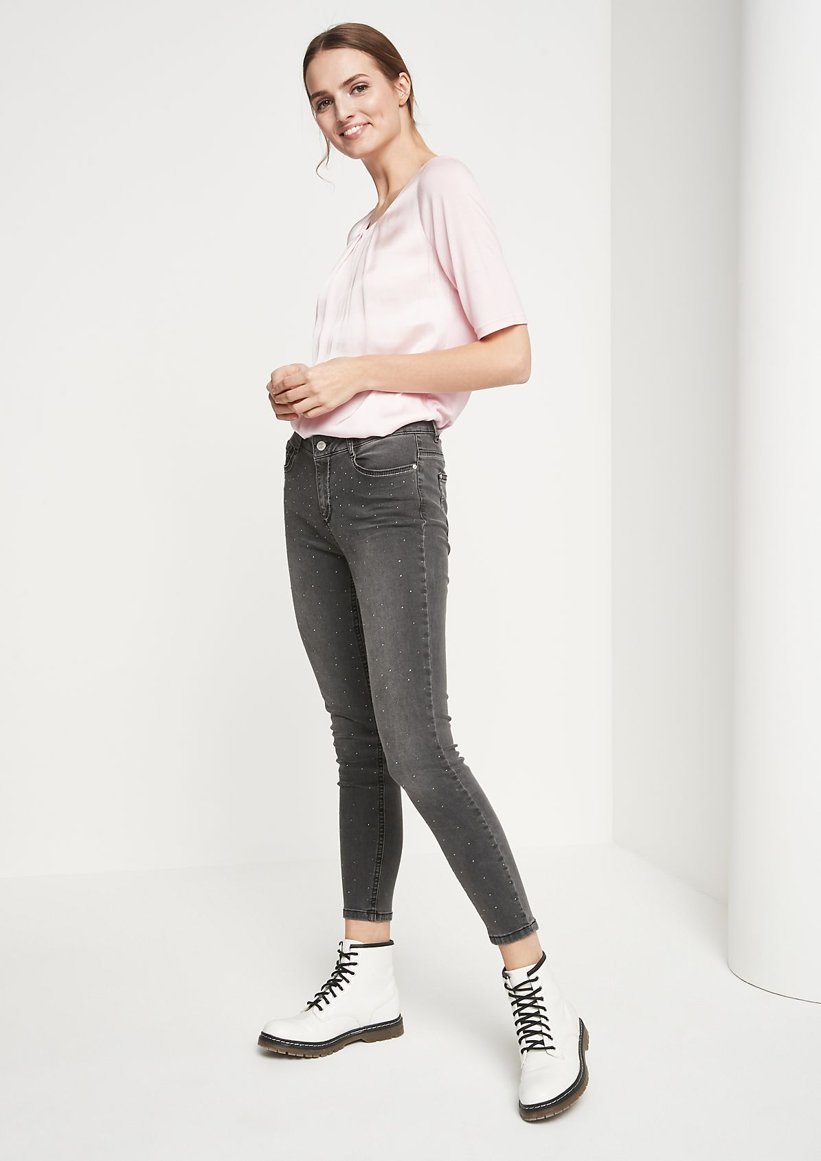 Jeans mit Glitzersteinverzierungen