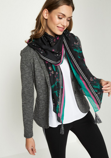 Scarf with an attractive floral pattern from comma