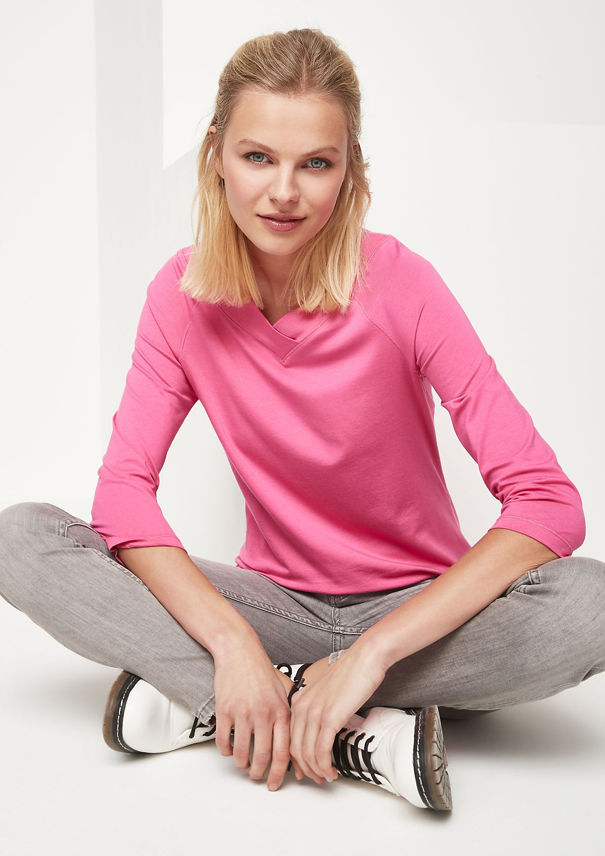 Lightweight jersey top with a V-neckline from comma
