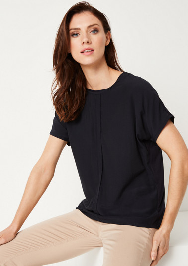 Short sleeve top with sophisticated details from comma