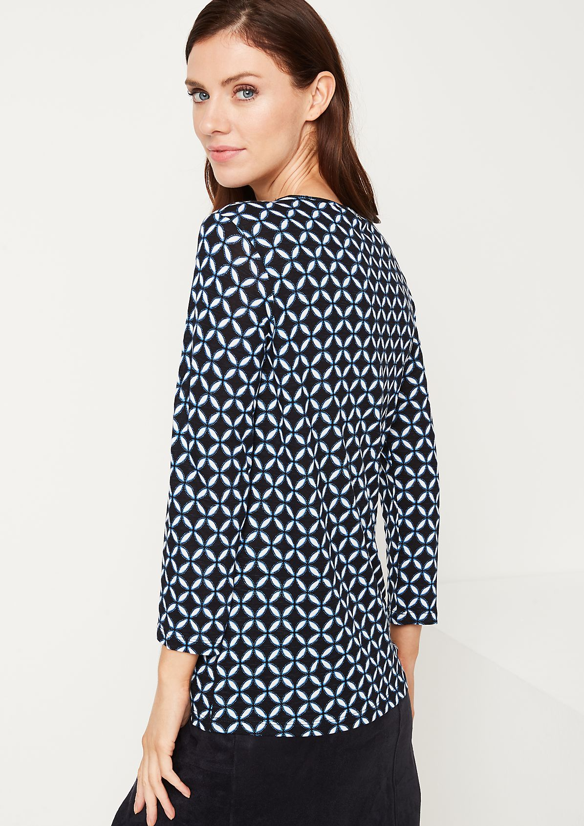 3/4-sleeve top with a graphic pattern from comma