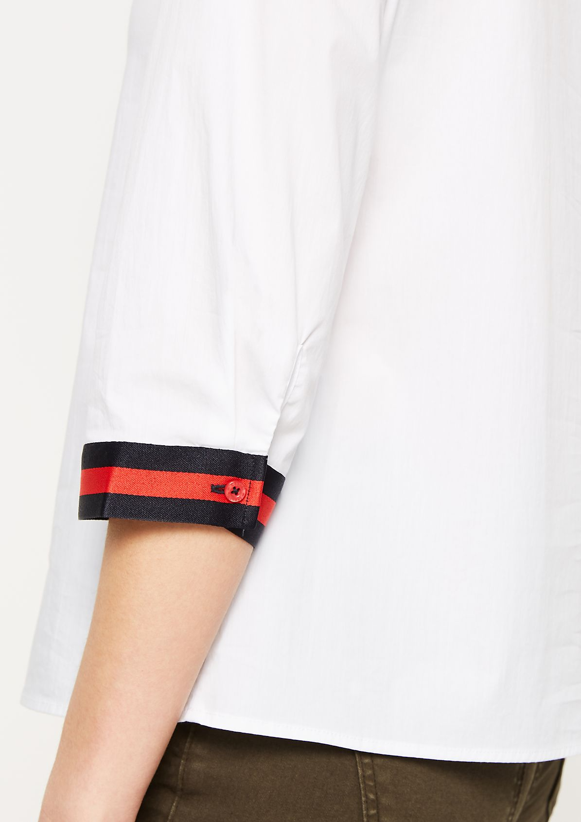 Leichte Bluse mit Streifenverzierungen