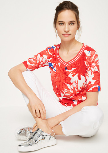 Fine ribbed top with all-over floral print from comma