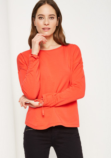 Soft jumper with sophisticated details from comma