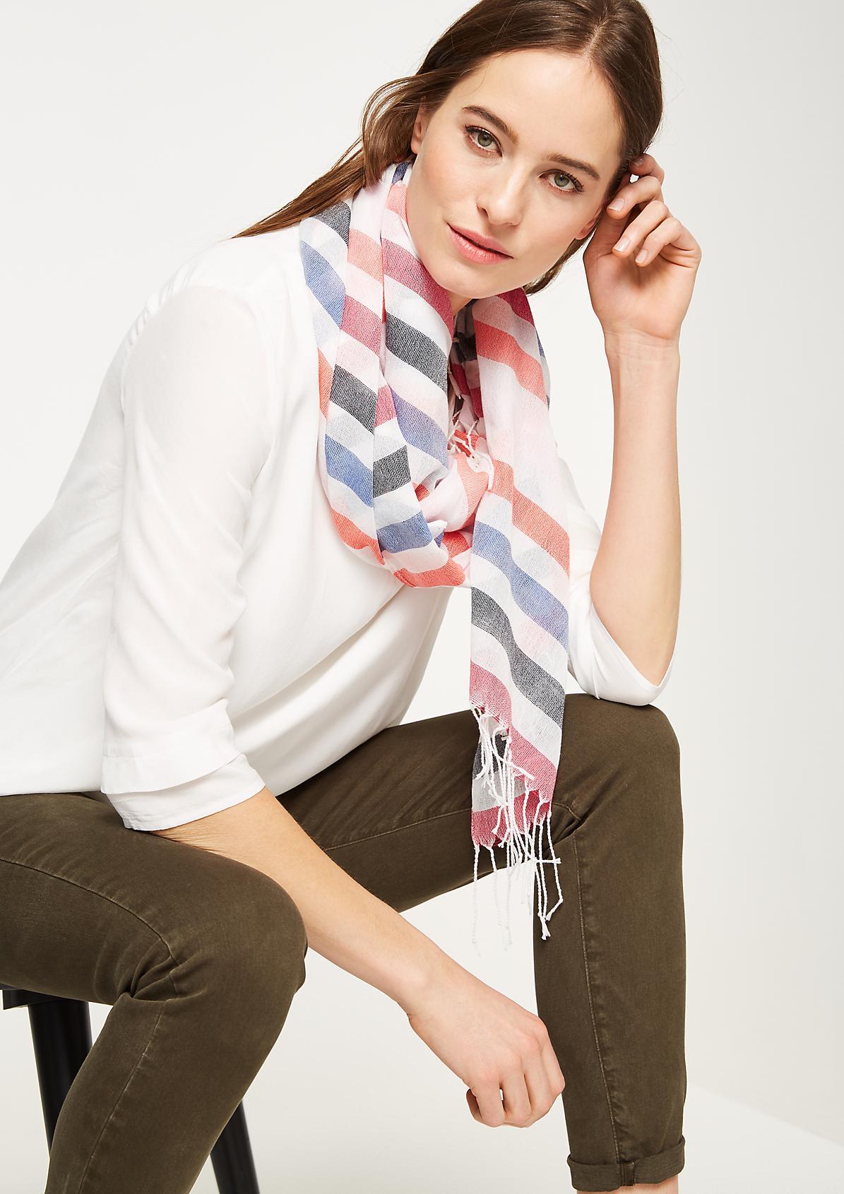 Gestreifter Schal mit langen Fransen