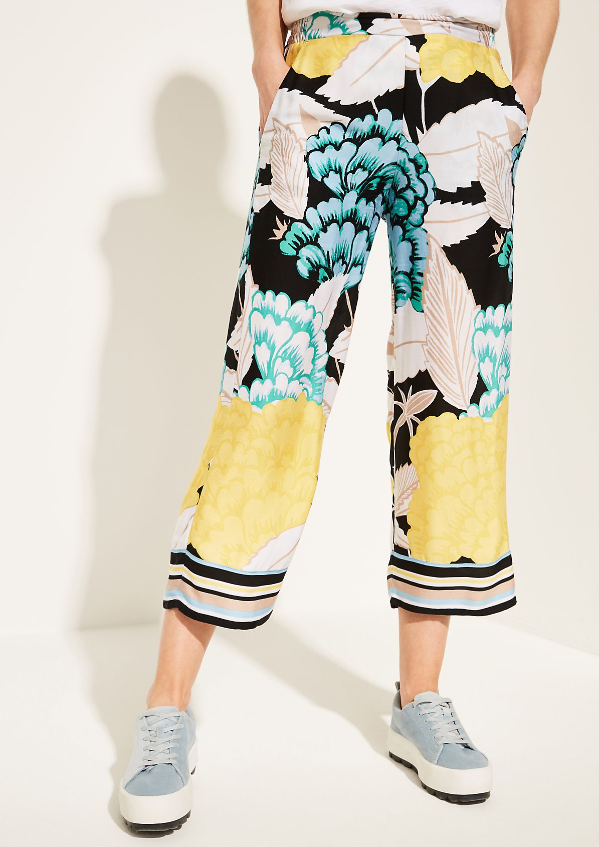 3/4-length trousers with a colourful all-over pattern from comma