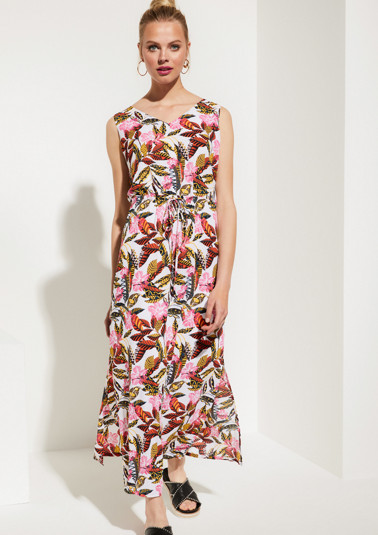 Long crêpe dress with a colourful floral pattern from comma