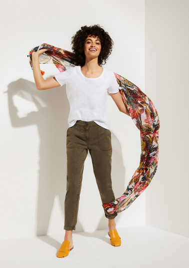 Delicate scarf with an all-over pattern from comma