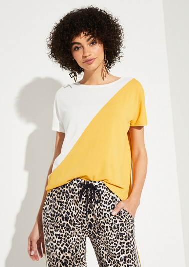 T-shirt in a sophisticated two-tone look from comma