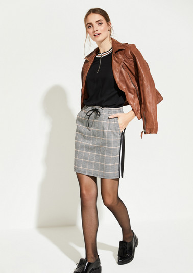 Short skirt with a classic pepita pattern from comma