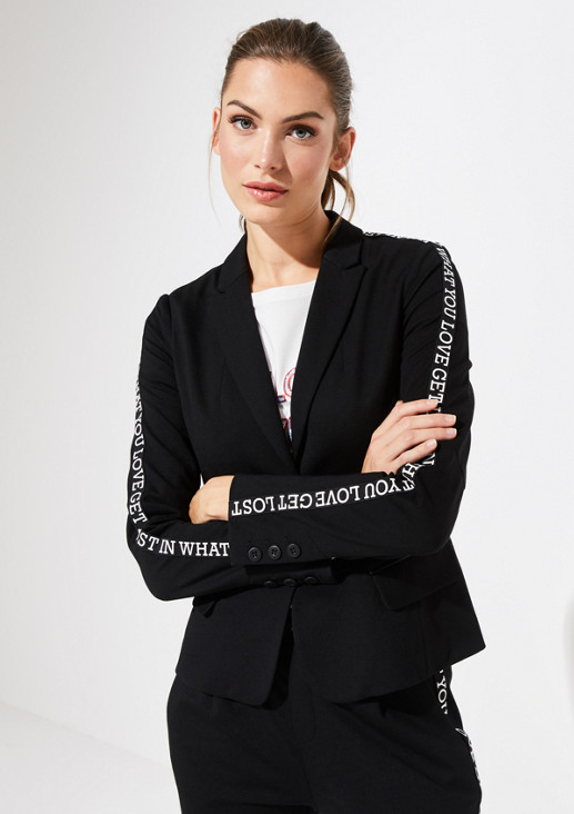 Sporty jersey blazer with a statement from comma