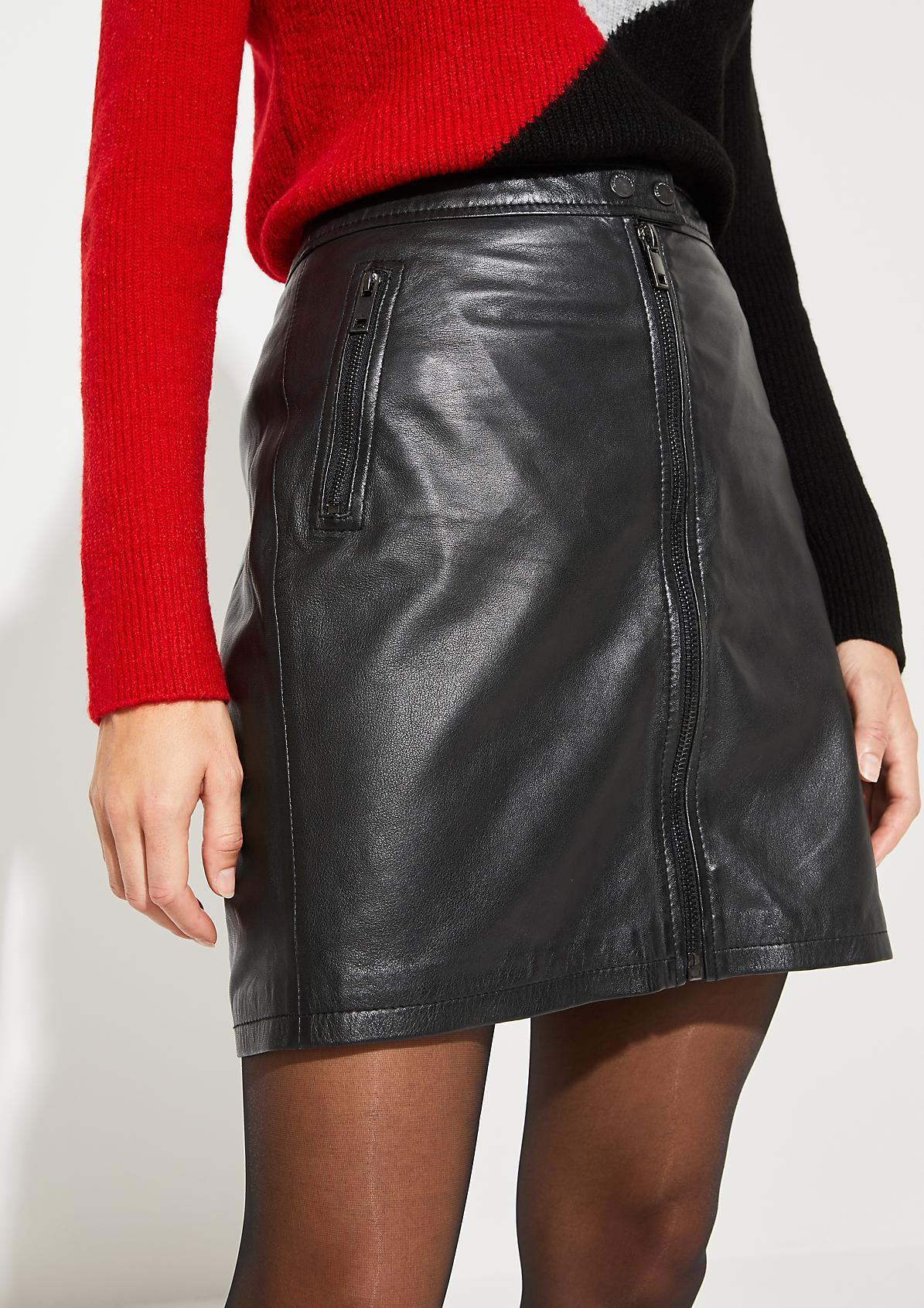 Kurzer Echtlederrock mit Zipperdetails