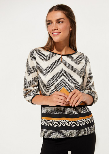 Top with 3/4-length sleeves with decorative front print from comma