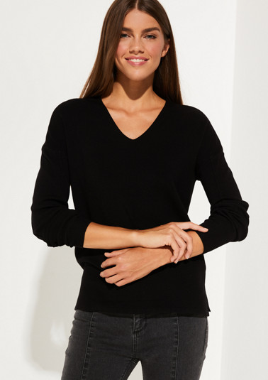 Fine knit jumper with a V-neckline from comma