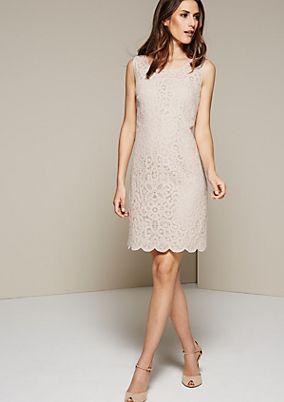 Glamouröses Abendkleid aus feinsten Spitzenqualitäten