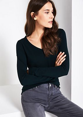 Soft fine knit jumper with a V-neckline from comma