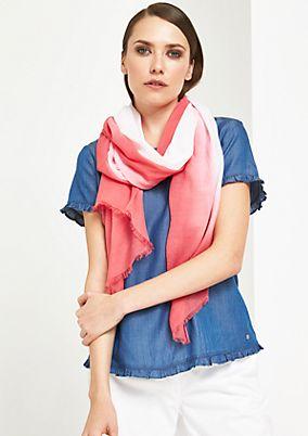 Hauchzarter Schal mit raffinierten Farbverläufen