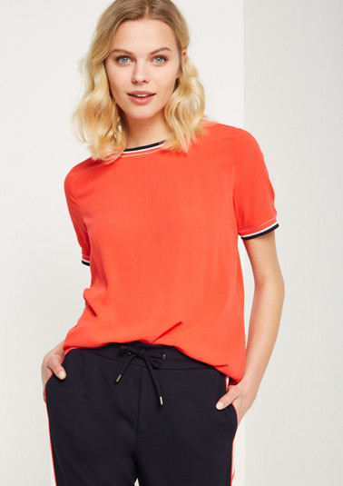 Crêpe top with stripe details from comma