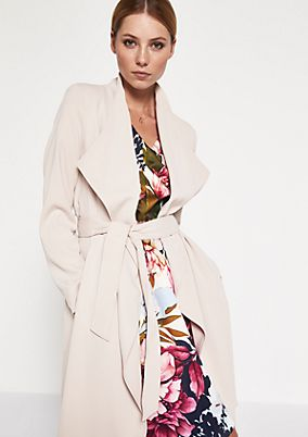 Lightweight crêpe coat with a belt from comma