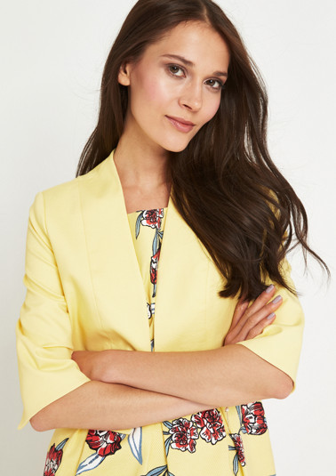 3/4-length sleeve short blazer with a fine dobby pattern from comma