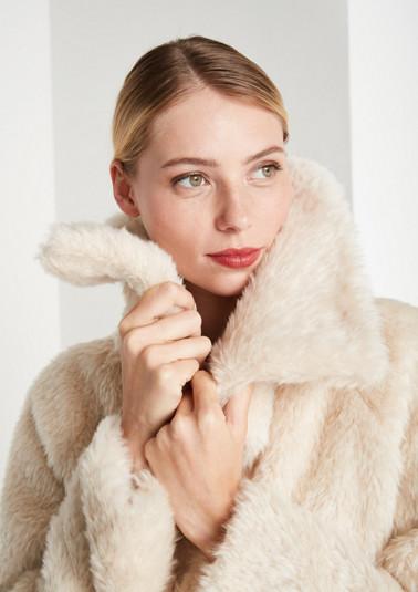Kuscheliger Mantel aus Fake-Fur
