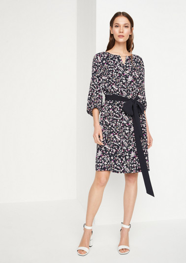 Crêpe dress with an all-over floral pattern and 3/4-length sleeves from comma
