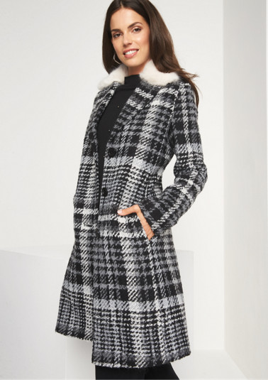 Bouclé winter coat with a trendy check pattern from comma
