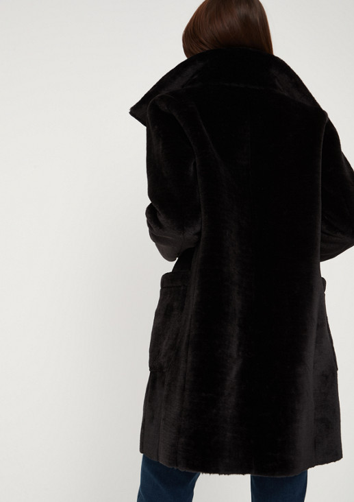 Mantel aus kuscheligen Fellimitat