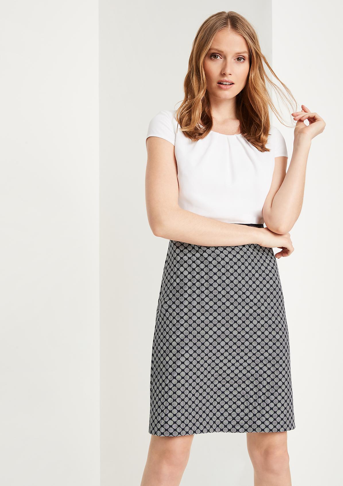 Edles Businesskleid mit aufregendem Musterspiel