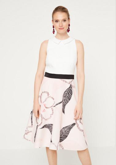 Élégante robe business ornée d'un jeu de motifs décoratif de Comma