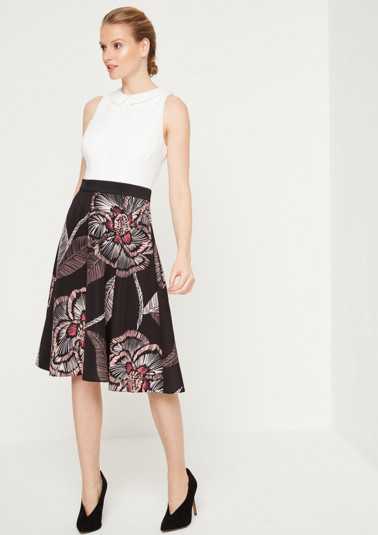 Elegant business dress with a decorative pattern from comma