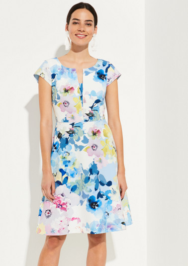 Short sleeve dress with a colourful floral pattern from comma