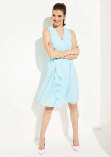 Delicate chiffon dress with plissé pleats from comma