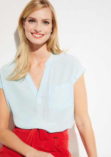 Short sleeve crêpe blouse with a breast pocket from comma