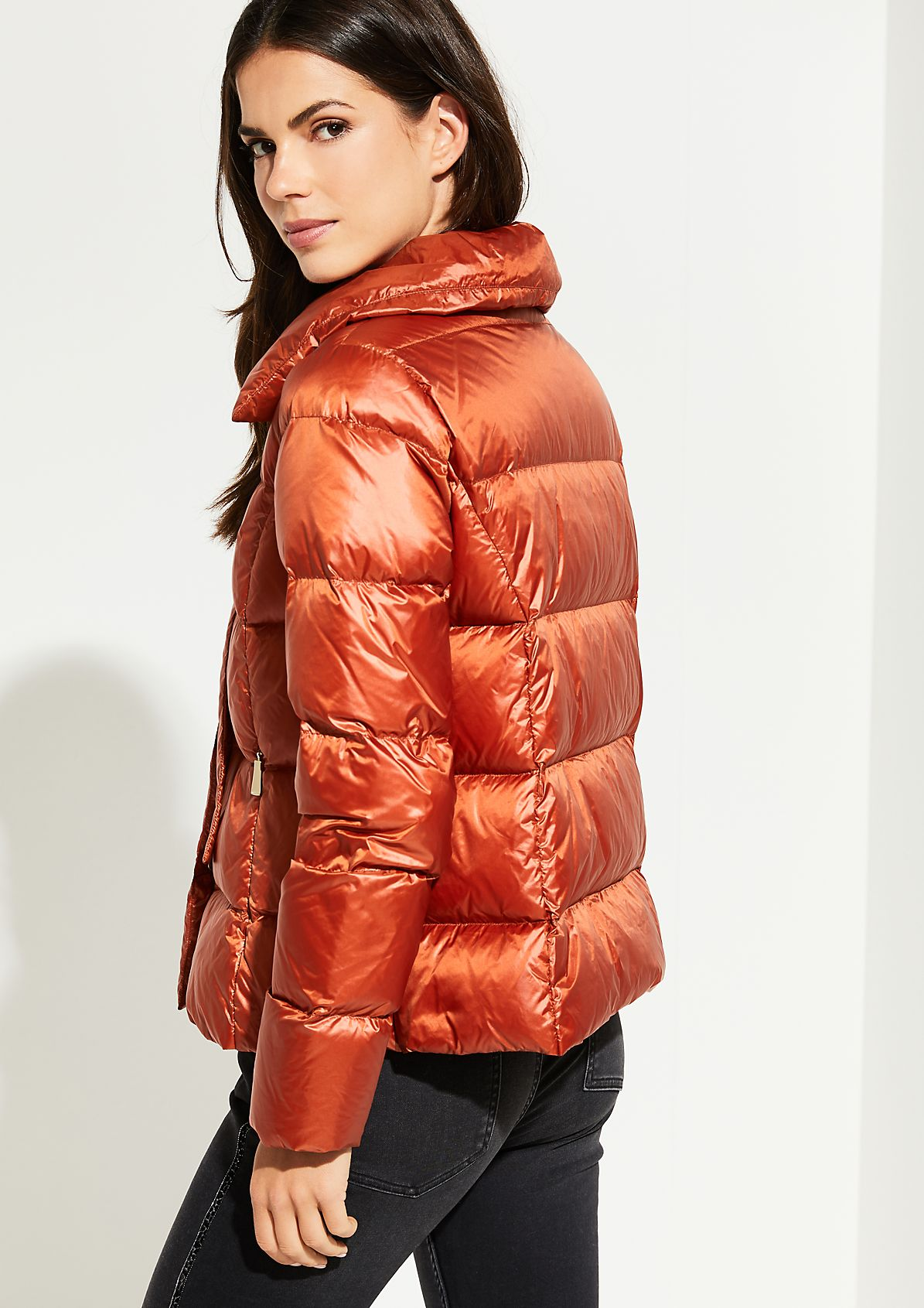Light-Daunenjacke mit modernem Pillow-Steppmuster