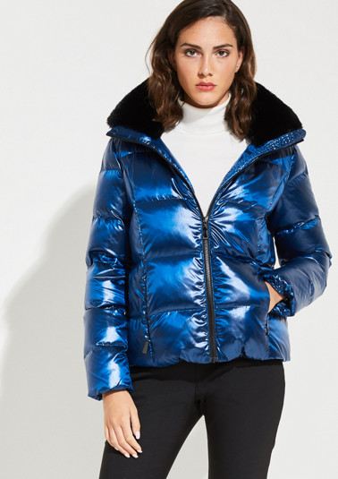 Short lightweight down jacket with a detachable hood from comma