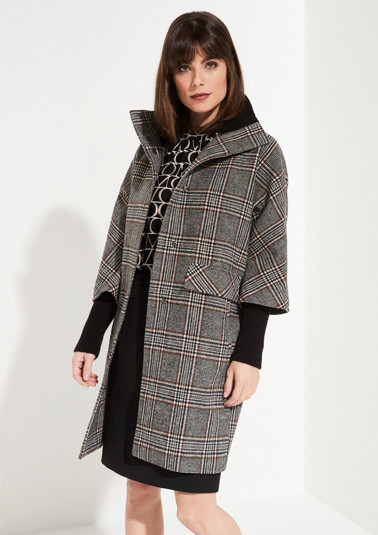 Cape coat with 3/4-length sleeves and a Prince of Wales check pattern from comma