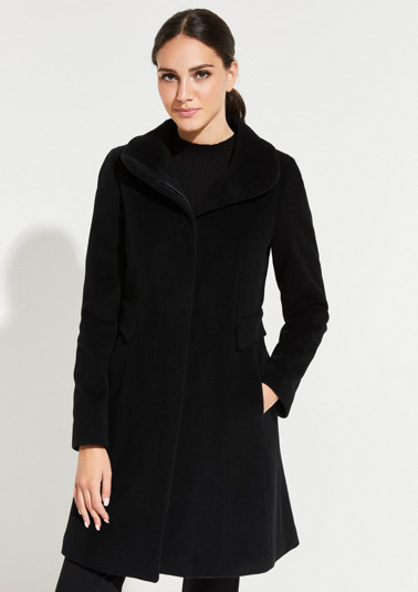Winter coat with elegant detailing from comma