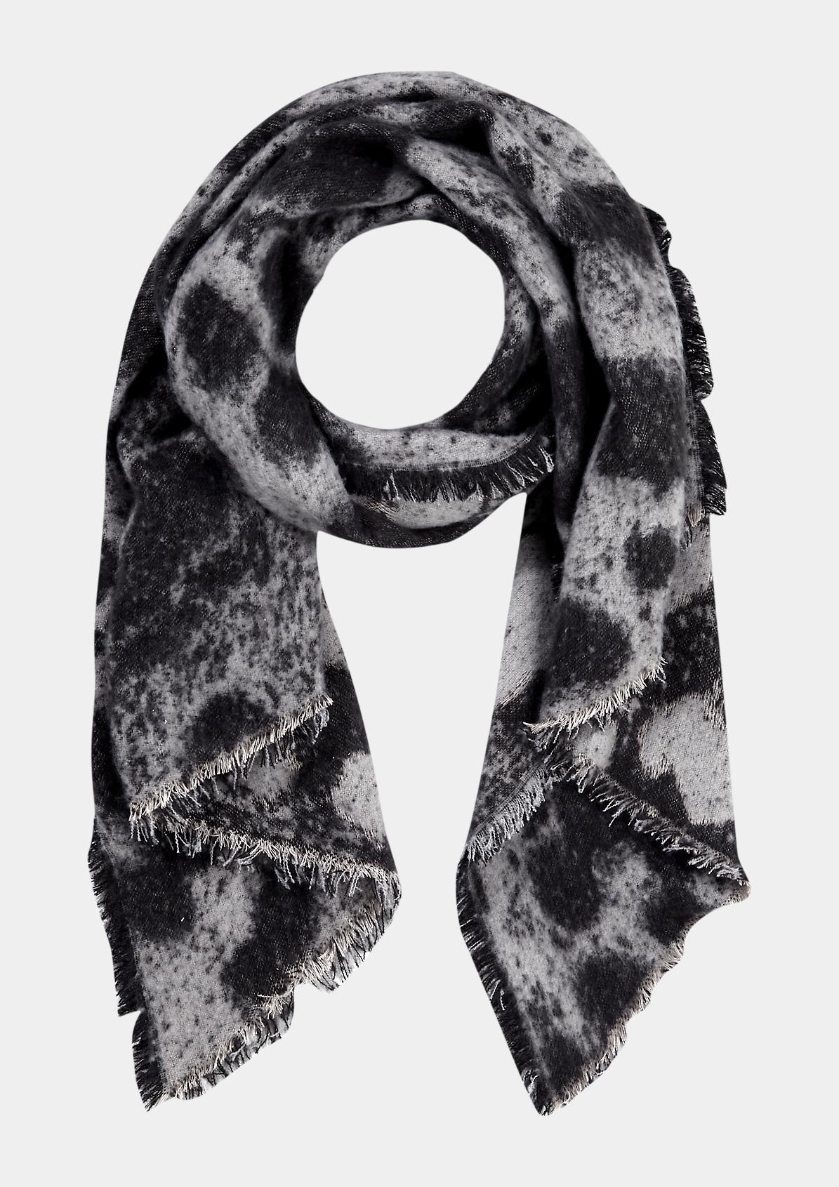 Kuscheliger Schal mit abstraktem Allovermuster