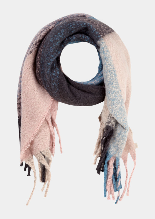 Kuscheliger Strickschal mit Colourblock-Muster