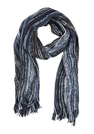 Weicher Schal mit Streifen