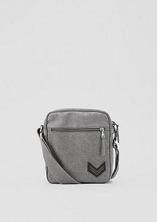 Středně velká kabelka z kombinace materiálů