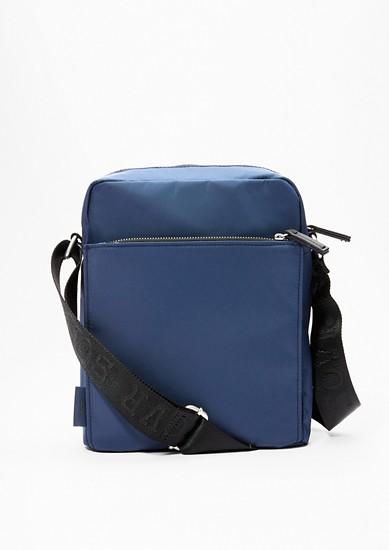 Středně velká kabelka z nylonu